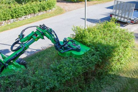 S30-Rotary-hedge-cutter-4.jpg