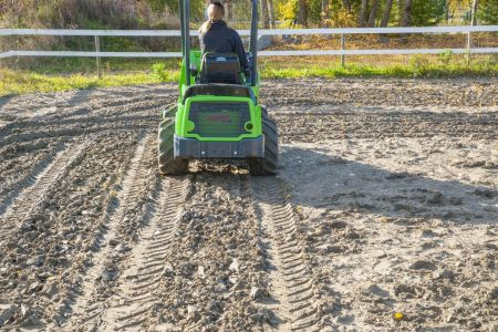 A36555 Front cultivator work 4.jpg