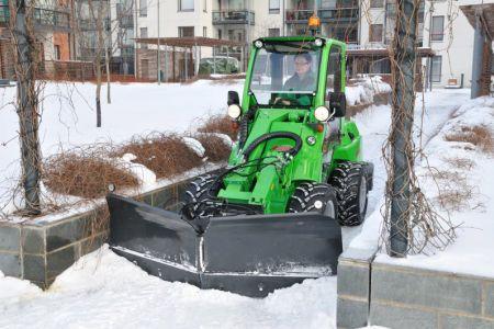 avant_snow_plow_1.jpg