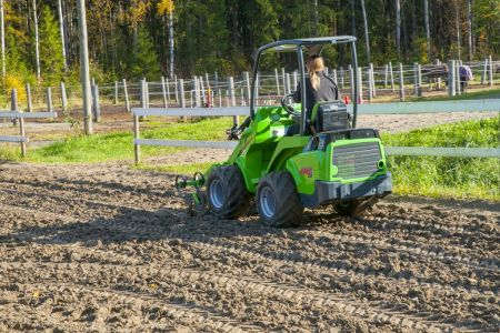 A36555 Front cultivator work 3.jpg