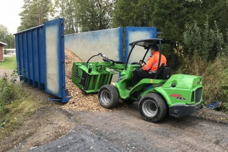 A424013_Silage dispenser with wood chips_2.jpg