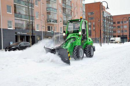 avant_snow_plow_4.jpg