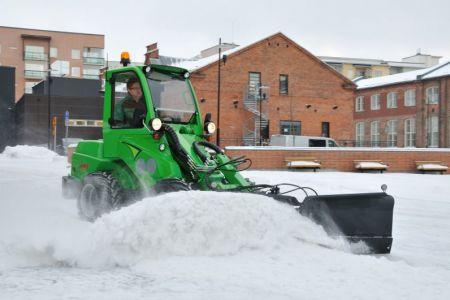 avant_snow_plow_3.jpg
