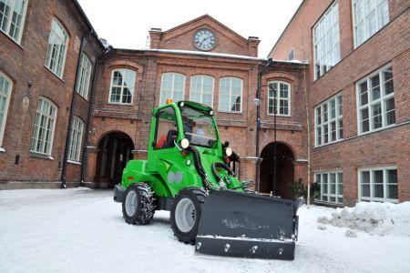 avant_snow_plow_2.jpg