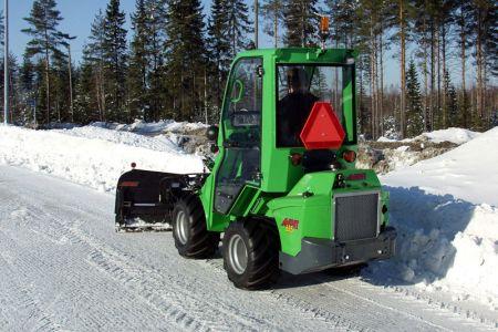 avant_snow_plow_5.jpg