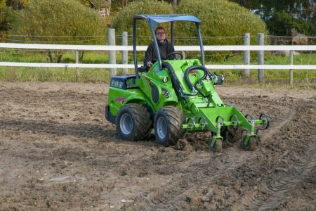 A36555 Front cultivator work 1.jpg